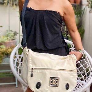 CHANEL Bags - Authentic Chanel messenger Large Bag🧜🏼♀️